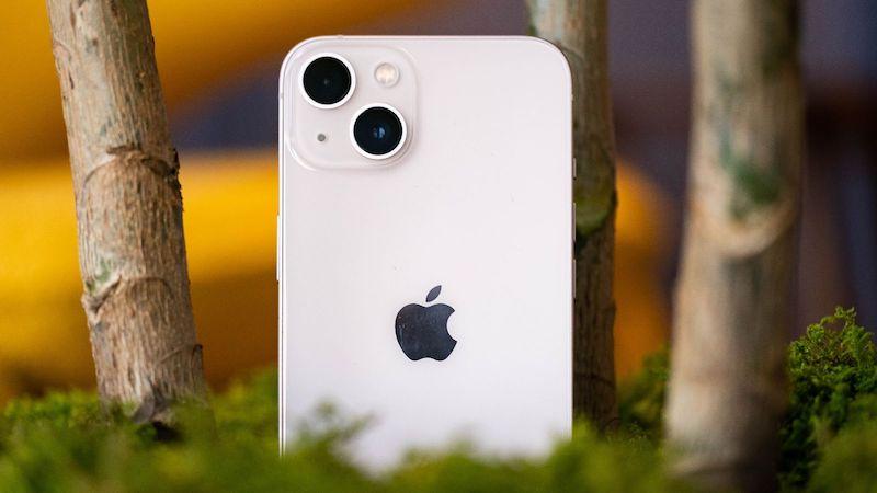 iphone-13-mini-camera-engadget.jpg